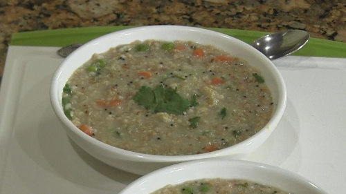 Masala Oats – A Healthy Savory Breakfast!